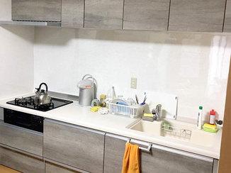 キッチンリフォーム 収納を増やして調理スペースを広げ、使い勝手を良くしたキッチン