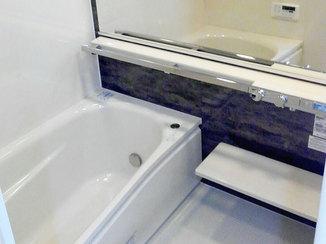 バスルームリフォーム 乾燥機暖房で暖かく快適に、明るい空間になったバスルーム