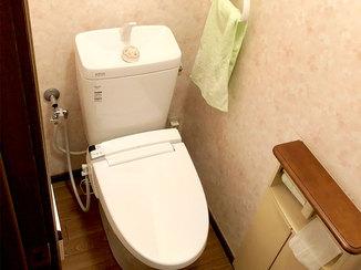 トイレリフォーム リモコン付シャワートイレで使い勝手よく、清掃性も向上したトイレ