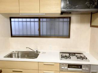 キッチンリフォーム 統一感のある色合いで満足のいく仕上がりになったキッチン空間