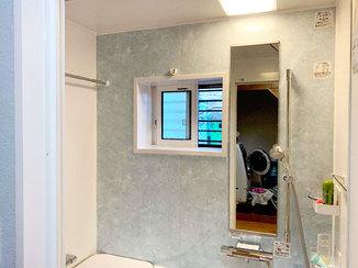 バスルームリフォーム 小さいながらも窓を設置し、換気性のある浴室へ