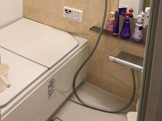 バスルームリフォーム またぎを低くして脚が悪い施主様も入りやすいお風呂