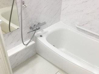 バスルームリフォーム 防音効果のある床で、マンションでも安心してくつろげるバスルーム