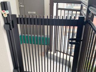 エクステリアリフォーム マンションの共用部にもよく馴染む、シンプルな門扉