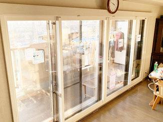 内装リフォーム 外気の熱を遮断し、冷房効率をアップさせる内窓