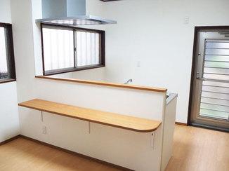 キッチンリフォーム お部屋に明るさとあたたかみをプラスし家事動線を改善するキッチン