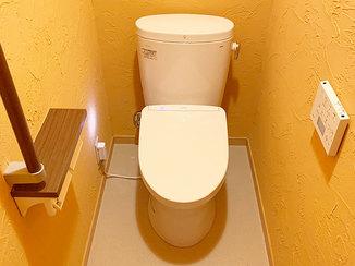 トイレリフォーム 珪藻土の壁が意匠性高く、カビ対策も万全のトイレ
