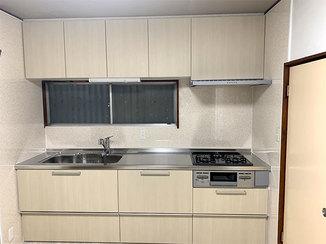 キッチンリフォーム 明るくきれいな配色の過ごしやすい住まい