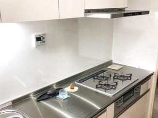 キッチンリフォーム 自動洗浄できるレンジフードがついた、最上級システムキッチン