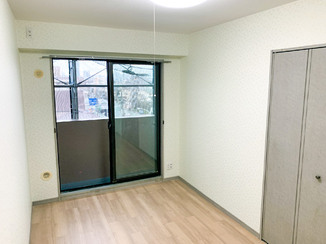 内装リフォーム 柄入りクロス&フローリングに変えた明るいお部屋
