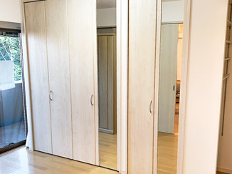 内装リフォーム あふれた私物もスッキリ片付くオーダー収納と、おしゃれな室内ドア