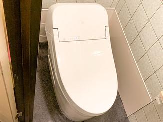 トイレリフォーム 触らずにフタの開閉と洗浄ができる、衛生的なトイレ