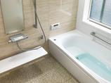 バスルームリフォームひろびろ快適に過ごせる、目隠し窓付きの安心バスルーム