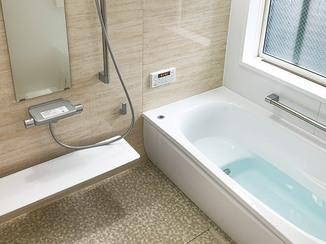 バスルームリフォーム ひろびろ快適に過ごせる、目隠し窓付きの安心バスルーム