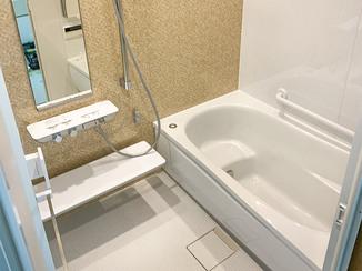 バスルームリフォーム くつろげる温かい浴室と、収納が充実したトイレ