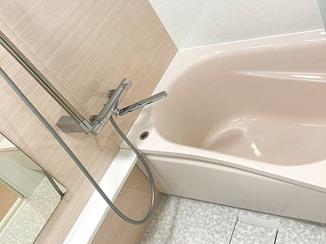 バスルームリフォーム ホテルのような快適バスルームと、野鳥柄クロスがおしゃれなトイレ