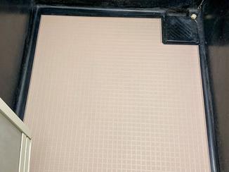 小工事 すべりにくくお掃除のしやすい浴室の床