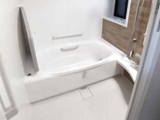 バスルームリフォーム 使い勝手と清掃性の良い水廻りと掃除のしやすいレンジフード